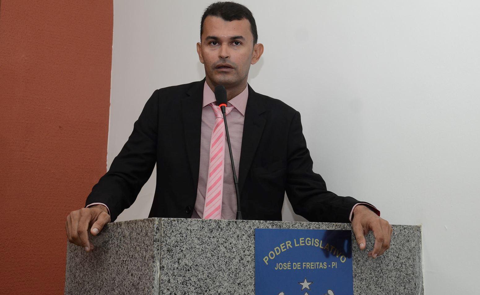 Vereador Pampa faz vários questionamentos sobre cobranças de estacionamentos em várias ruas públicas durante o período do Zé Pereira em José de Freitas