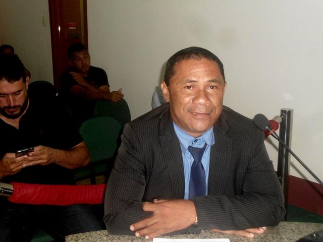 Vereador Zé Totó solicita limpeza em ruas próximas a capela do Bairro Deus me Deu