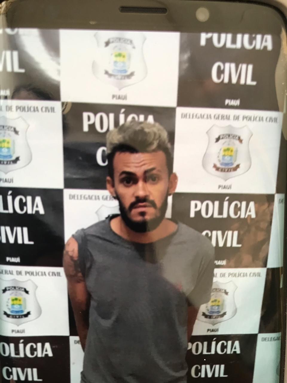 Perito do IML diz que preso encontrado morto na Delegacia de José de Freitas foi assassinado