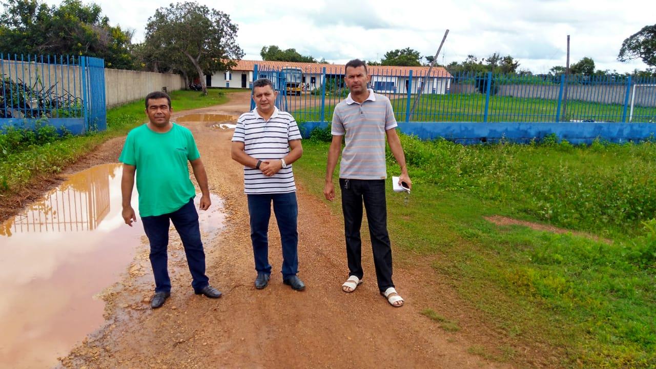 Vereadores de José de Freitas visitam escolas do município, após receber várias denúncias de Pais de alunos por falta de aulas
