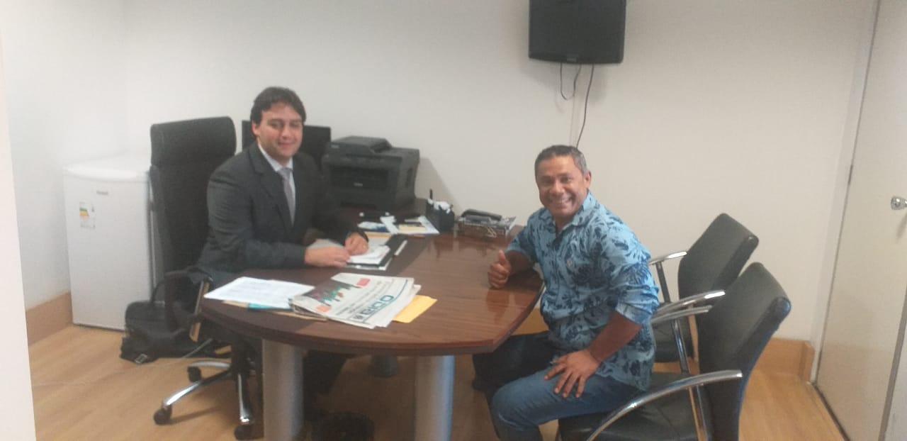 Vereador Zé Totó visita gabinete do deputado Flávio Nogueira Júnior para fazer reivindicações da estrada da Meruoca
