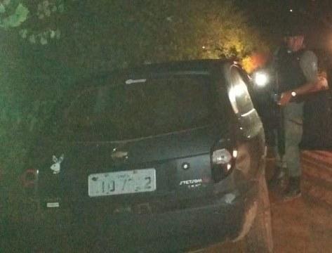 Quadrilha troca tiros com Polícia Militar e abandonam o veículo em José de Freitas