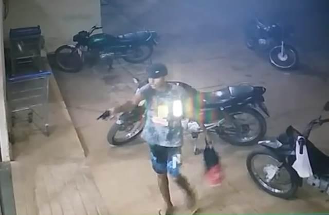 Vídeo mostra momento de assalto a supermercado em José de Freitas