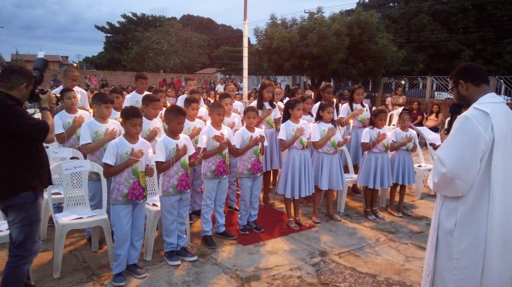 26 crianças do Bairro São Pedro em José de Freitas recebem Primeira Eucaristia