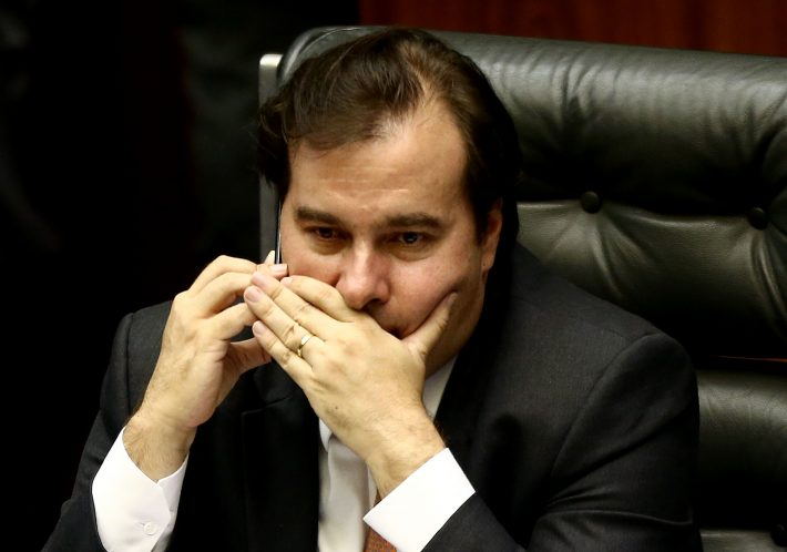 Presidente da Câmara, Rodrigo Maia, rompe com líder do governo, Major Vitor Hugo