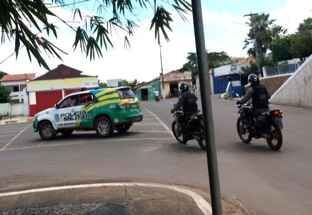 Homens armados assaltam Farmácia no centro de José de Freitas