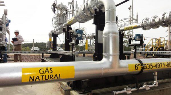 Deputados discutiram nesta quarta (22) projeto que pode tornar gás natural mais barato no Brasil