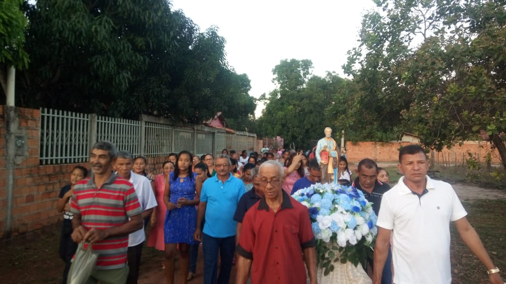 Fiéis participam da abertura dos Festejos do Bairro São Pedro em José de Freitas