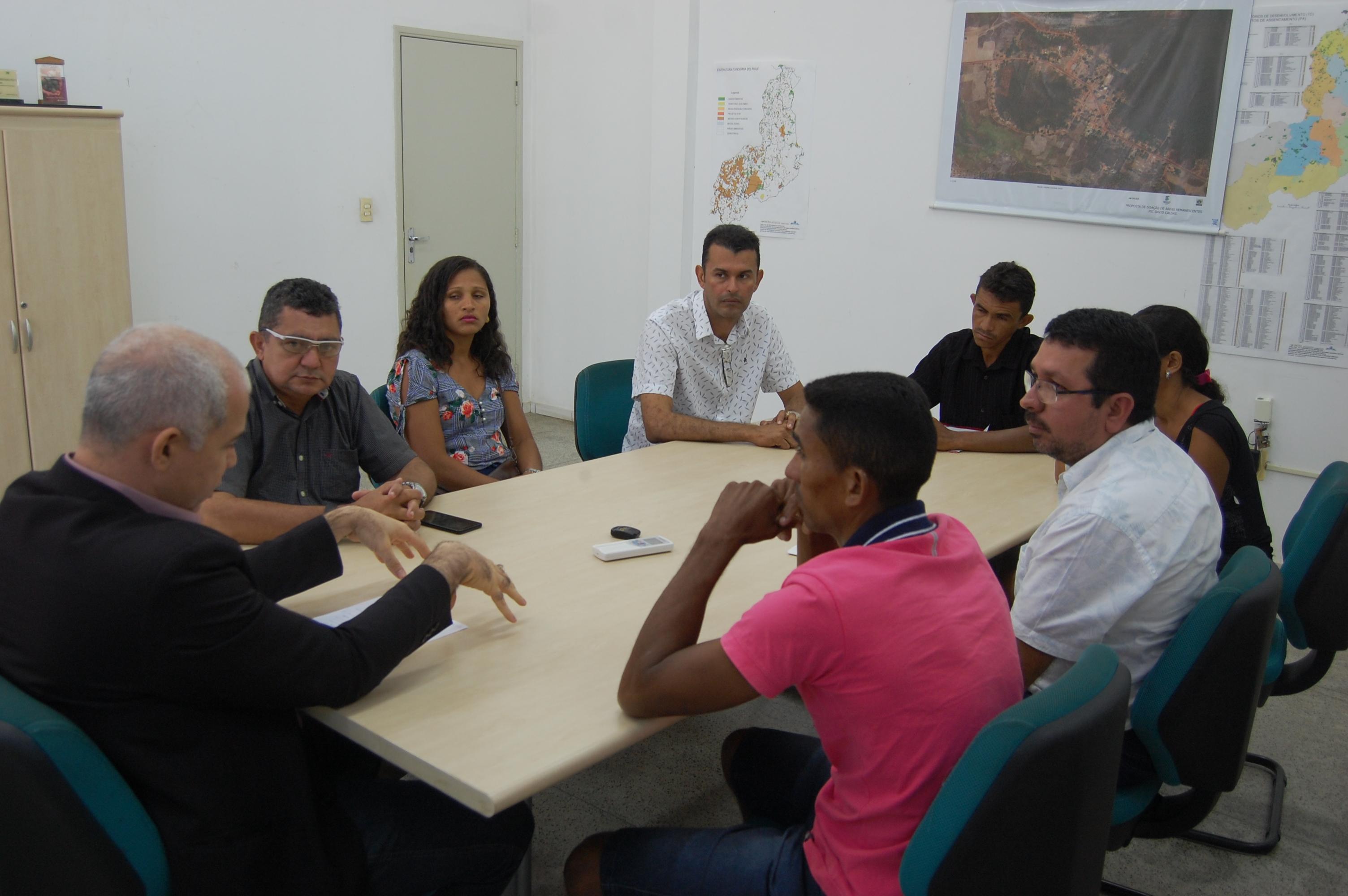 Vereadores Alfredo Holanda e Pampa acompanham Famílias do assentamento Graça ao INCRA