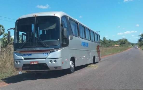 Eixo de ônibus se solta e por pouco não causa grave acidente na PI-113 em José de Freitas