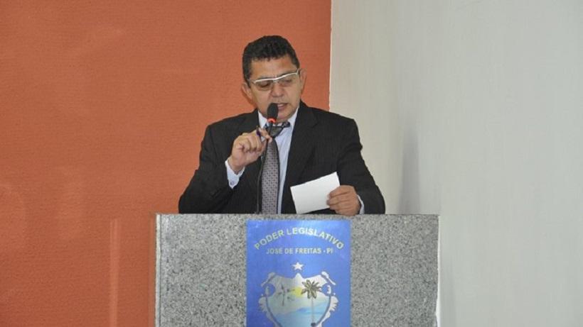 Vereador Alfredo Holanda faz indicativo pedindo melhoramento da Praça do Bairro Santo Antônio em José de Freitas