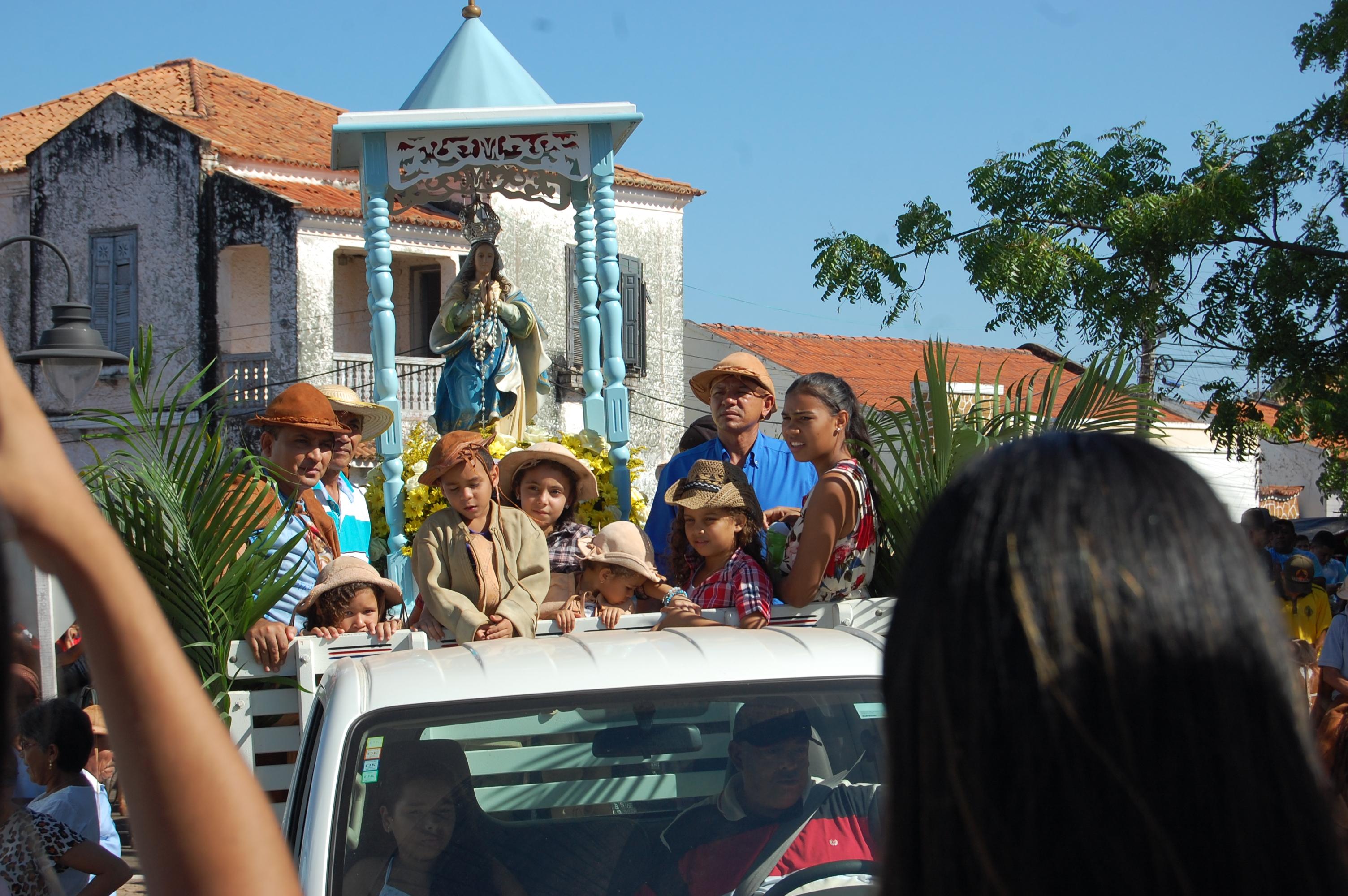 Procissão e missa abre o dia dos vaqueiros no festejo de Nossa Senhora do Livramento em José de Freitas