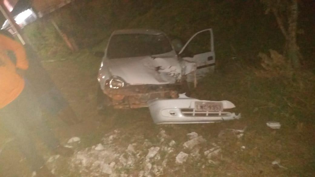 Motorista perde o controle de carro e bate frontalmente com mototaxista no centro de José de Freitas