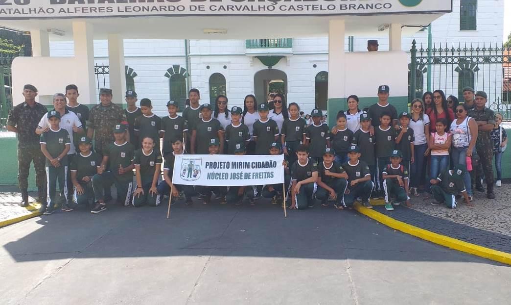 Pelotão Mirim Cidadão de José de Freitas visita Quartel do 25º BC, em Teresina