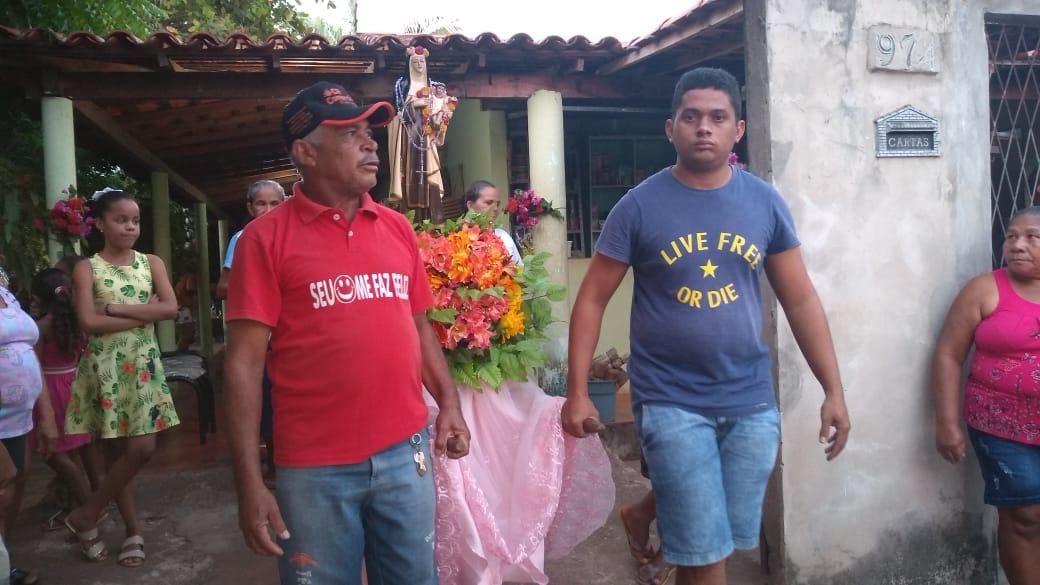 Procissão e celebração da palavra marcam abertura dos festejos do Bairro Santa Rosa em José de Freitas