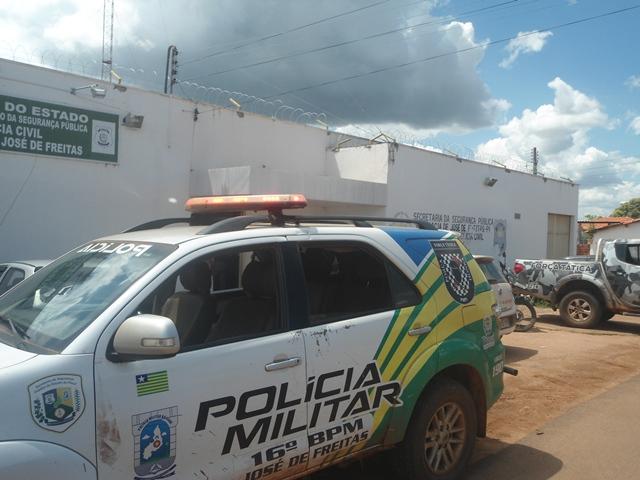 Homem é preso por violência doméstica após agredir companheira em José de Freitas