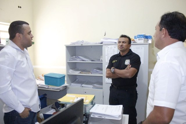 Secretário de segurança Fábio Abreu visita delegacia de José de Freitas e anuncia reforma geral no imóvel