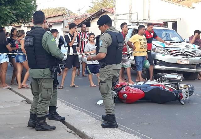 Jovem morre após perder o controle da moto no centro de José de Freitas