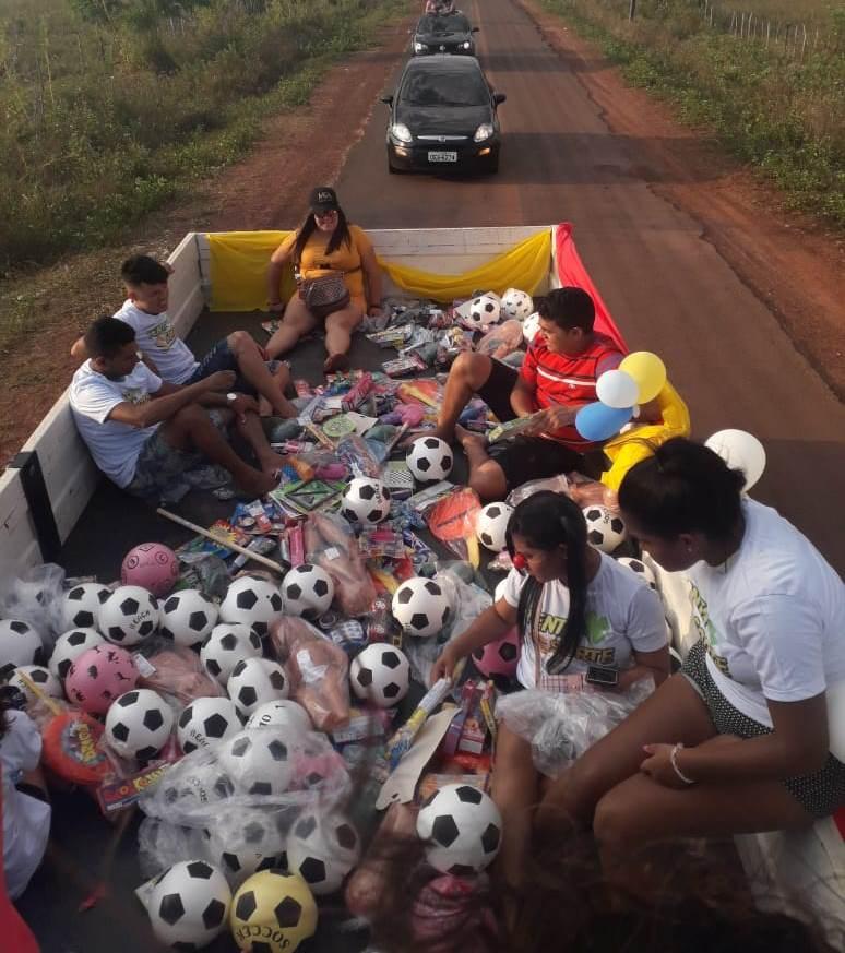 Equipe do Tenta Sorte distribuiu brinquedos para crianças carentes em vários bairros de José de Freitas