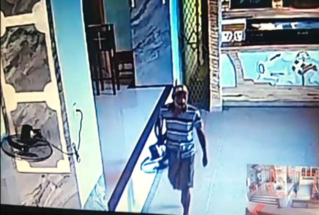 Câmeras de segurança registraram Homem roubando dentro da Igreja de Nossa Senhora do Livramento