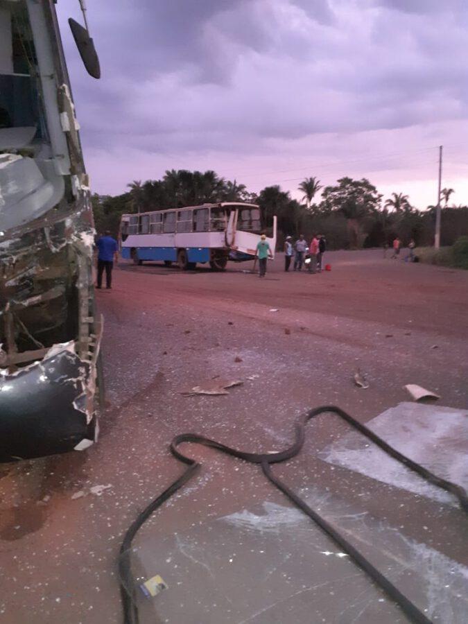 Acidente com ônibus de trabalhadores da Comvap deixa uma pessoa na PI 112
