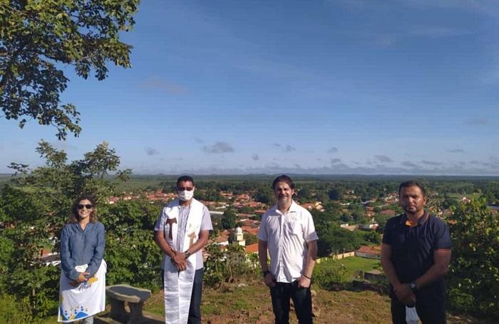 Prefeito e vice-prefeito fazem homenagem aos 142 anos de emancipação política de José de Freitas no Morro do Fidié