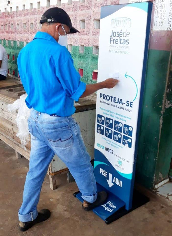 Prefeitura de José de Freitas inicia instalação de Totens de álcool em gel em locais estratégicos
