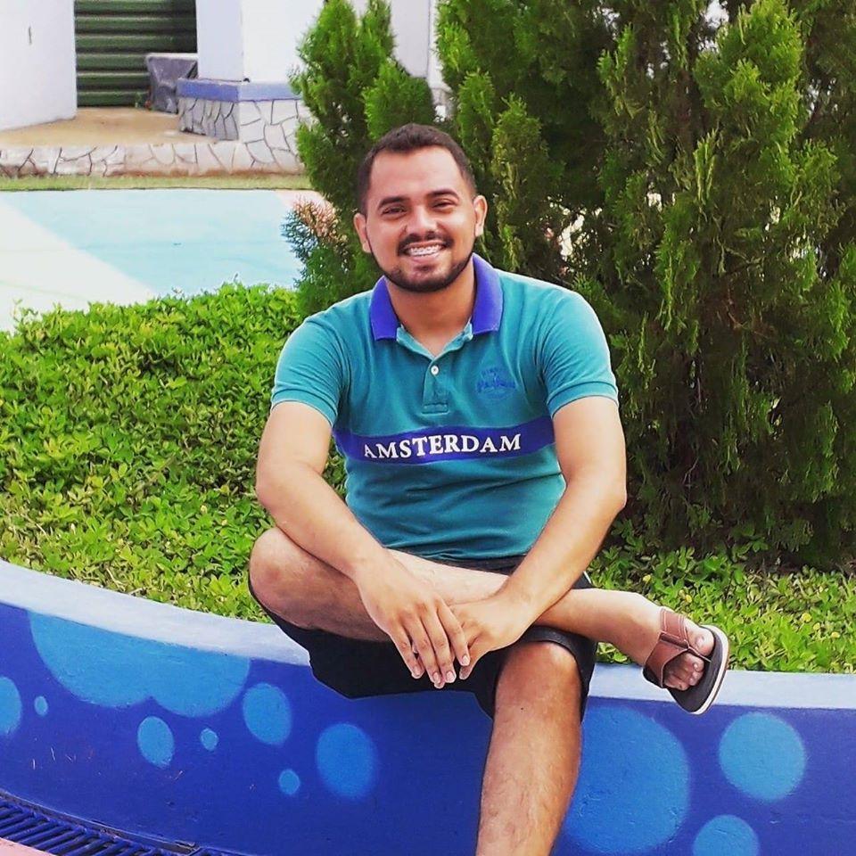 Cantor Freitense Rubens Leite Lança músicas inéditas e fala sobre seu novo projeto